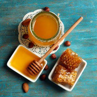 Miele: a cosa fa bene, le proprietà e le controindicazioni