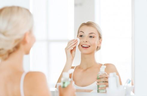 Tonico viso: come si usa e quali sono i migliori secondo l'INCI