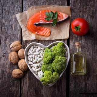 Colesterolo alto: cosa mangiare per abbassarlo