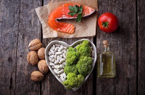 Colesterolo alto cosa mangiare per abbassarlo
