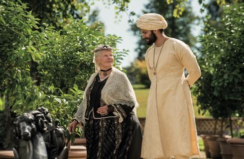Vittoria e Abdul con Judi Dench: trama, recensione, scene e costumi del film