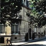 La facciata di avenue Marceau a Parigi (ph. Sacha)