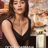 Emilia Clarke nella campagna di The One Eau de Toilette di Dolce & Gabbana