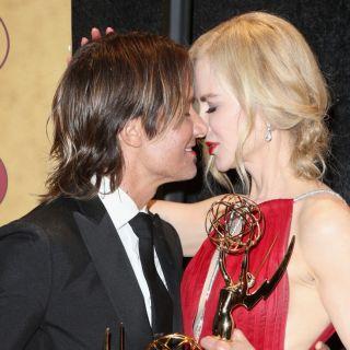 Il bacio di Nicole Kidman ad Alexander Skarsgård agli Emmy