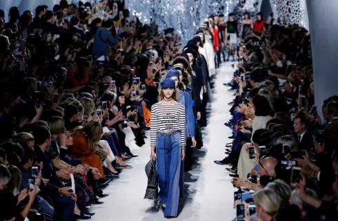 Maria Grazia Chiuri strega Parigi con la collezione Dior primavera estate 2018