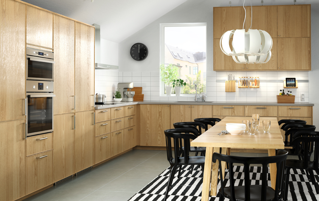 Ikea Cucina in legno di rovere per una grande famiglia