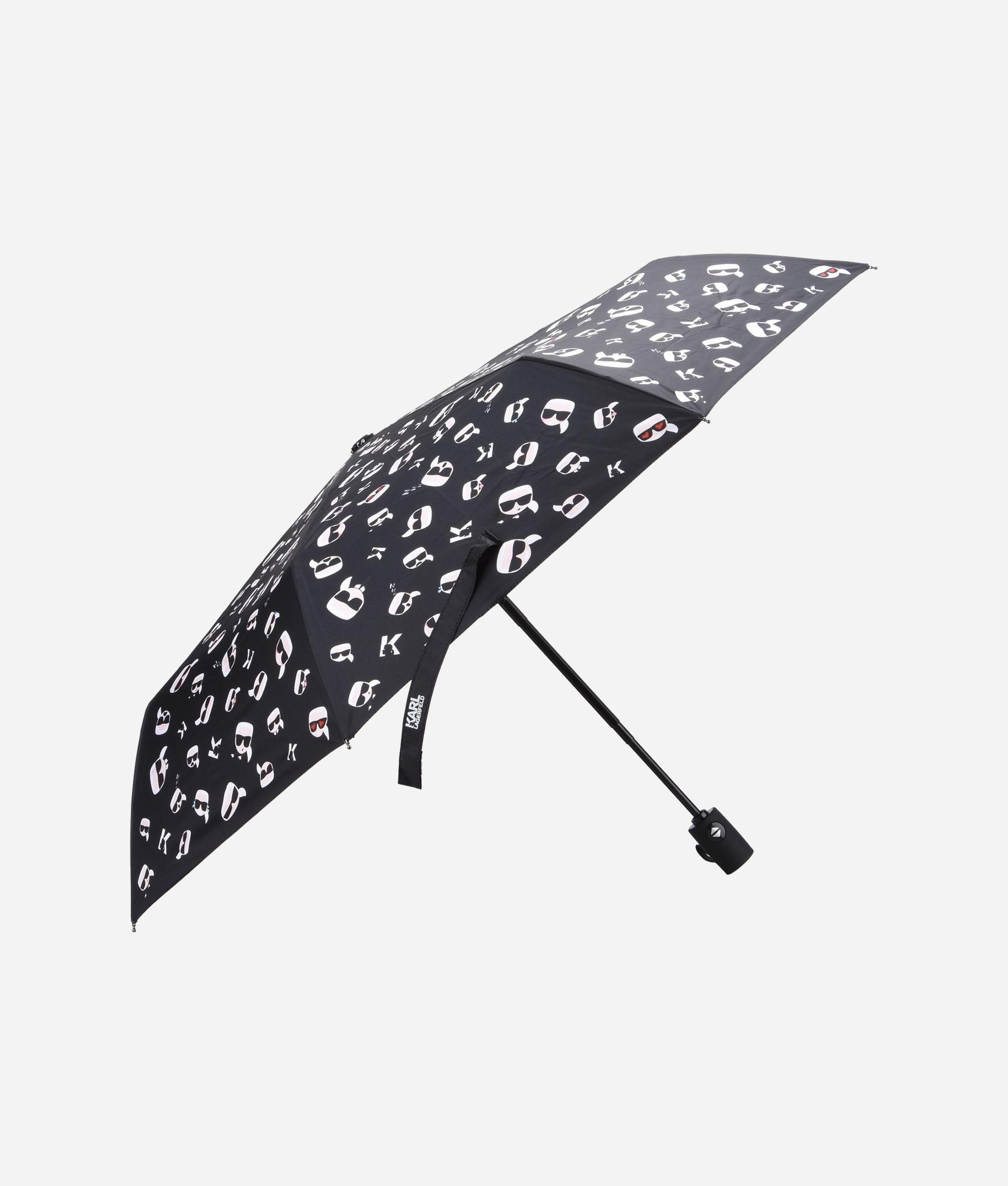 10 capi con cui proteggersi dalla pioggia, foto e prezzi