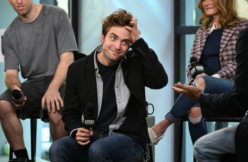 Robert Pattinson, gender fluid come Kristen Stewart, indossa parrucche rosa (foto)