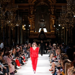 Stella McCartney sfila a Parigi all'insegna del riciclo