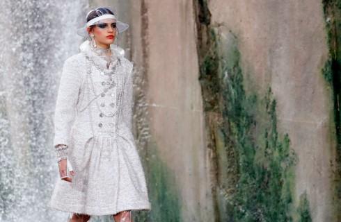 Chanel sfila tra le cascate del fiume Verdon con la collezione Primavera Estate 2018