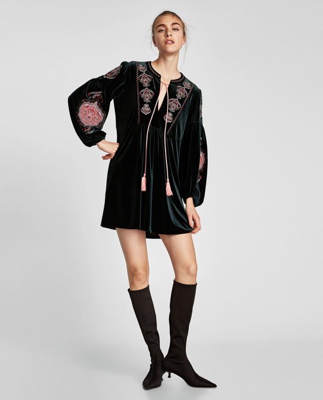 Zara, abito in velluto ricamato 49,95 euro