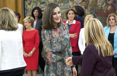Letizia Ortis con abito Zara da 59,95 euro ancora disponibile nei negozi