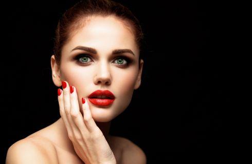 Trucco labbra per castane: quali colori scegliere