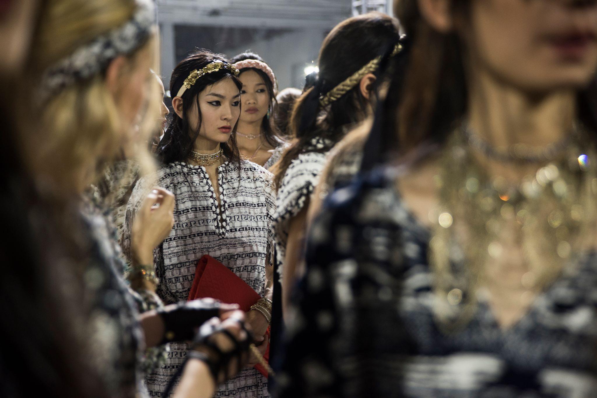 Nuova sfilata in Cina per la Chanel Cruise 2018, foto