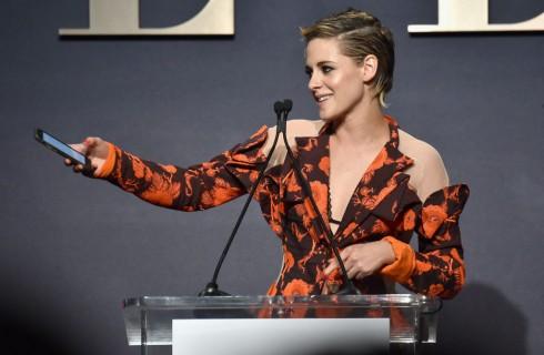 Nuovo look per Kristen Stewart, irriconoscibile con il nuovo taglio di capelli