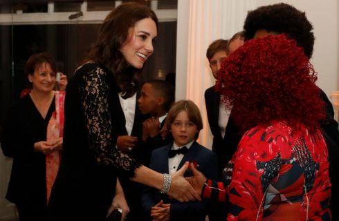 Kate Middleton incinta: look di pizzo nero trasparente