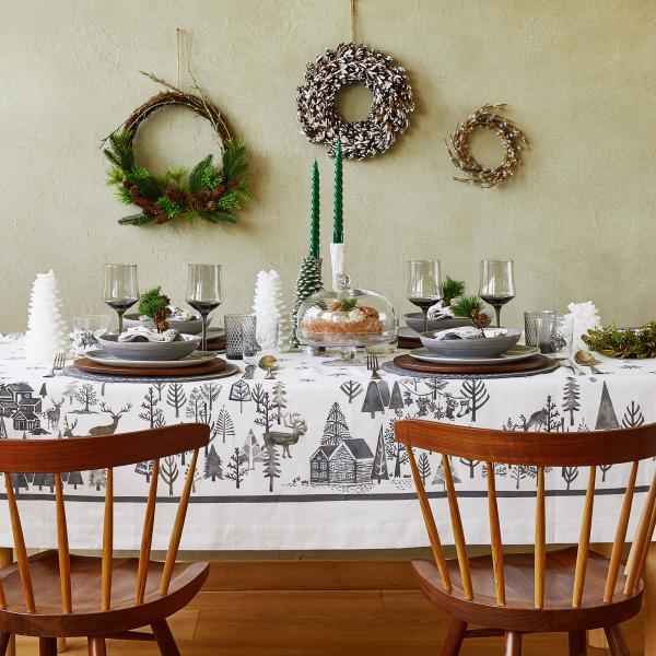 Tovaglia Zara Home con paesaggio natalizio (69,99 euro)