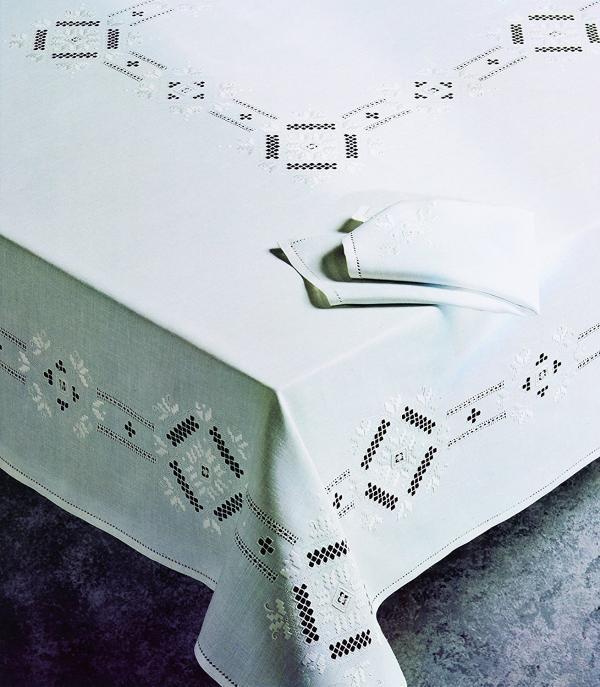 Tovaglia Zenoni & Colombi Punto Antico Toscano in lino (869,90 euro)