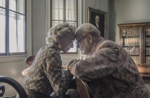 L'ora più buia, il film con Gary Oldman: recensione