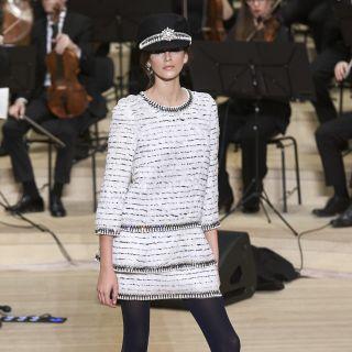 Kaia Gerber, come mamma Cindy Crawford, sfila per Chanel