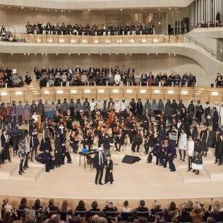 Chanel sfila ad Amburgo con la collezione Métiers d'Art