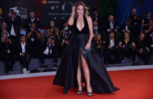 Festival di Sanremo 2018: Claudia Gerini conduce Sarà Sanremo