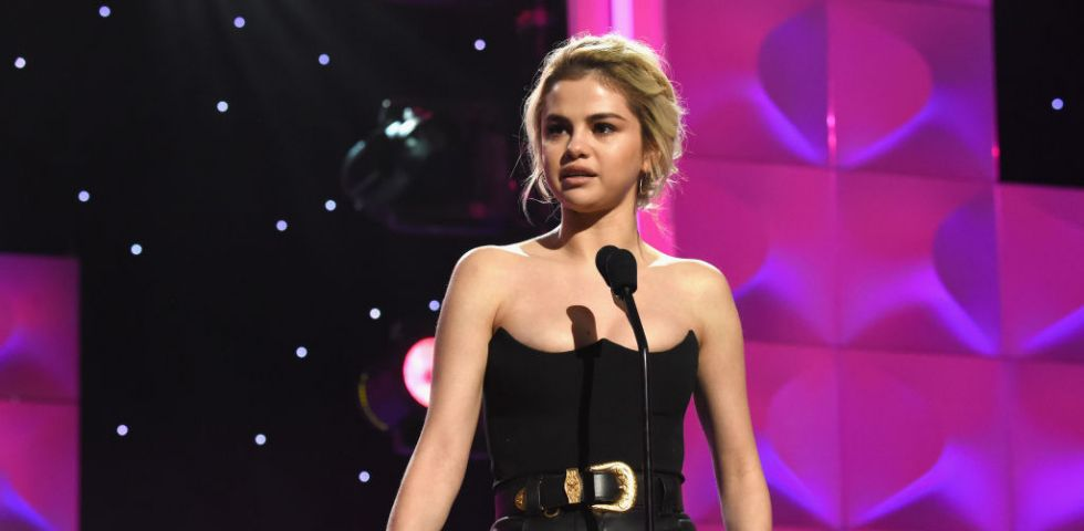 Selena Gomez scoppia in lacrime al Billboard's Women in Music 2017 (video)