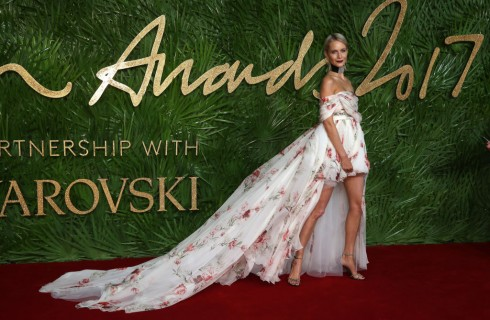 Fashion Awards 2017: da Selena Gomez a Kaia Gerber, i migliori look sul red carpet