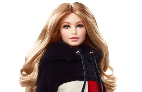 Gigi Hadid diventa una Barbie per Tommy Hilfiger
