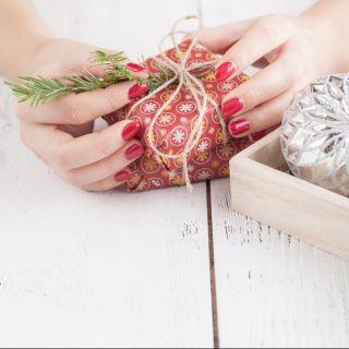 Le idee più glamour per i pacchetti natalizi