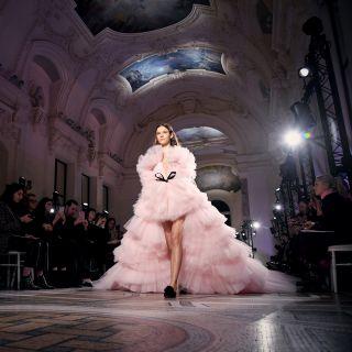 Haute Couture: Giambattista Valli, incanto al Petit Palais