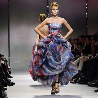 Haute Couture: la donna-nuvola di Armani Privé
