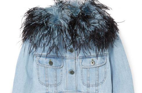Wishlist: la giacca in denim e piume di Prada