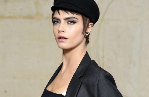 Il beauty look di Cara Delevingne nel front row di Dior