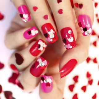 5 manicure per San Valentino