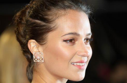 Il beauty look di Alicia Vikander alla première di Tomb Raider