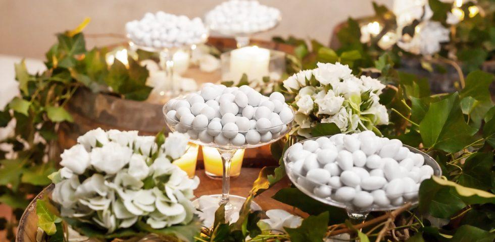 Top Come allestire il tavolo da confettata di matrimonio   DireDonna ED97