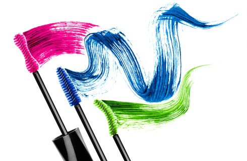 Mascara: come applicarlo per ciglia più folte