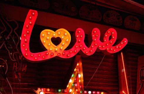 Frasi canzoni d'amore: le più belle da scrivere