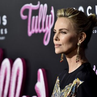Il beauty look di Charlize Theron