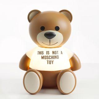 Toy: la lampada Kartell by Moschino al Salone del Mobile