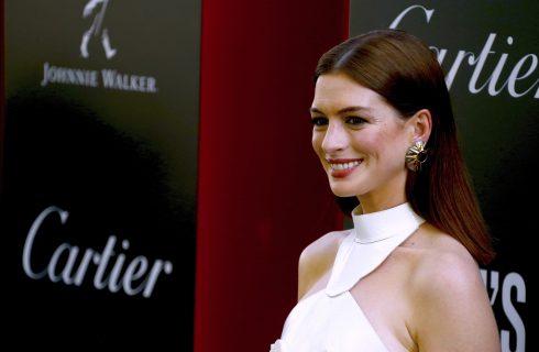 Il beauty look di Anne Hathaway alla première di Ocean's 8