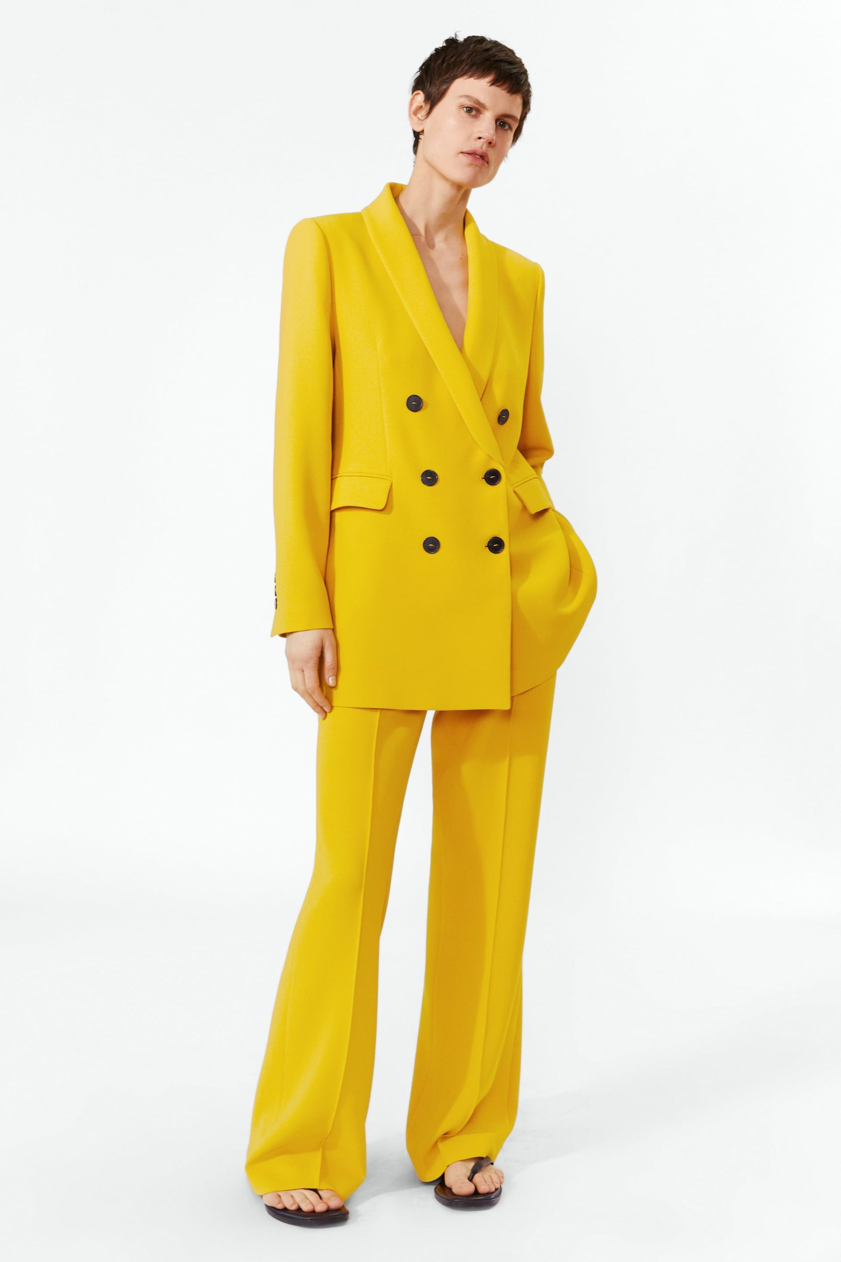Tailleur pantalone giallo di Zara