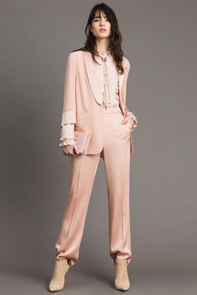 Tailleur pantalone in cady rosa di Twinset
