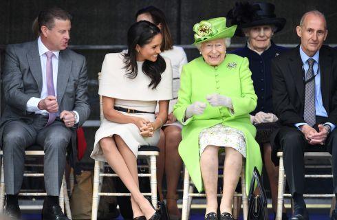 Perché Meghan Markle porta sempre scarpe di una misura più grande?
