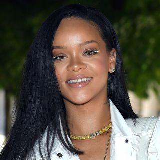 Il beauty look total white di Rihanna da Vuitton