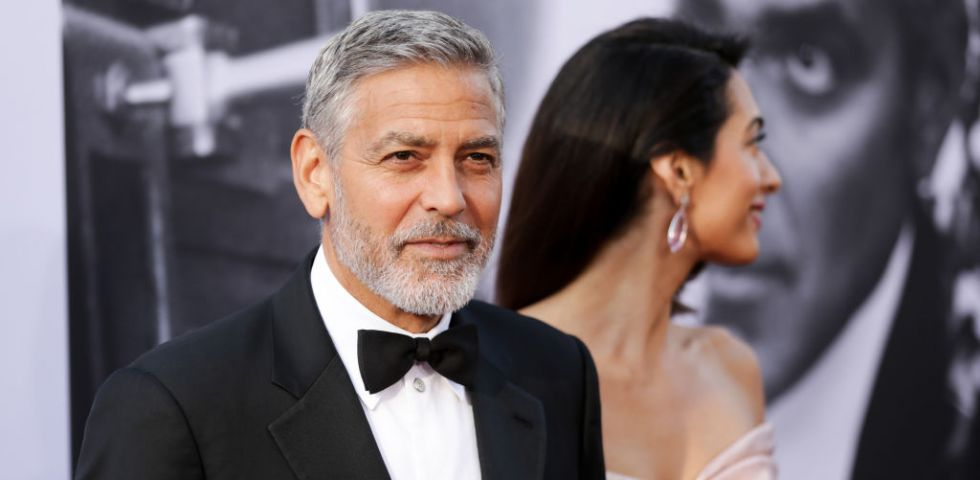 Incidente stradale per George Clooney: Amal lo raggiunge in ospedale a Olbia