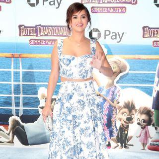 Selena Gomez copia il look di Meghan Markle