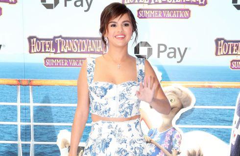 Selena Gomez in Oscar de la Renta copia il look di Meghan Markle