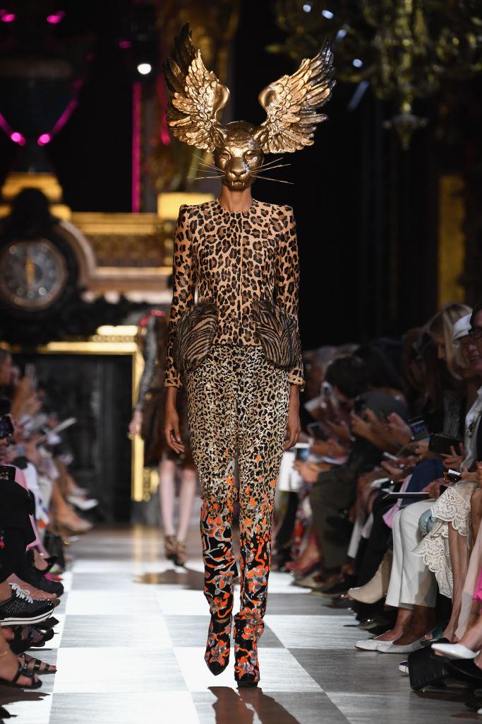 Schiaparelli Haute Couture Autunno-Inverno 2018/19, le foto